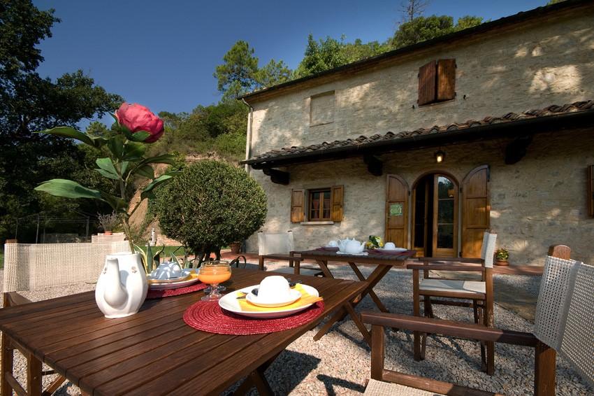 b b zimmer und ferienwohnungen in einer villa mit pool chianti san gimignano volterra. Black Bedroom Furniture Sets. Home Design Ideas