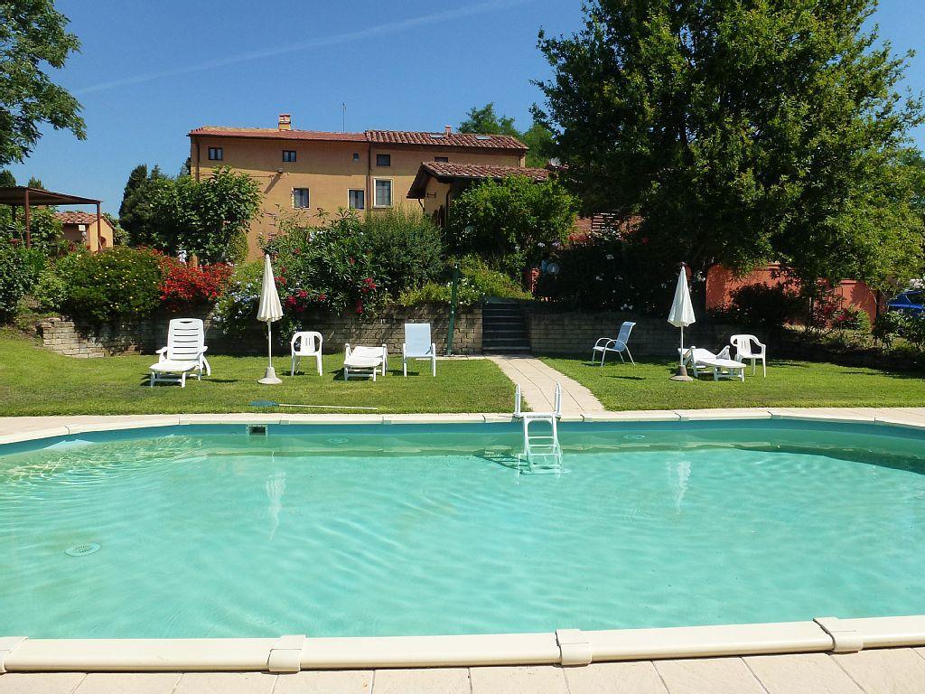 Landgut mit Pool und komfortablen Ferienwohnungen , nicht weit vom Meer