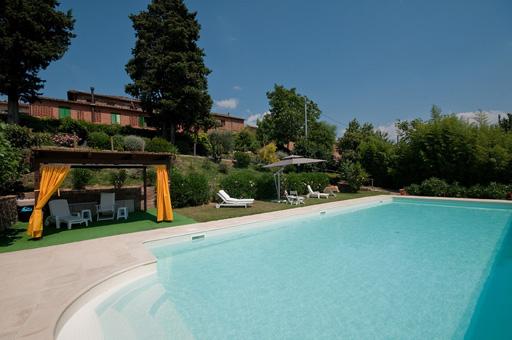 Golfurlaub Toskana:  2 exklusive Ferienwohnungen mit Terrasse und Pool