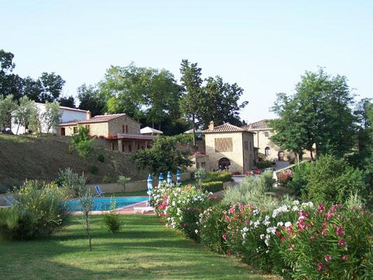 Agroturismo con piscina - entre Pisa y Siena