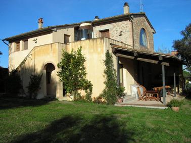 locations de vacances sur une colline dans un typique village de la toscane