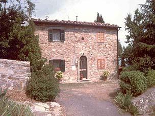 Pres de la cote étrusque et les plages de la Toscane, maison en pierre avec jardin