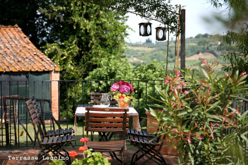 Hotels, villas, farmohouses, castles and bed and breakfast in Tuscany and Chianti, Italy